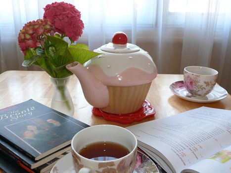 A teapot and tea cups on a table